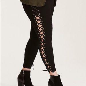 Torrid Lace Up sides pixie pants Sz 1 X black